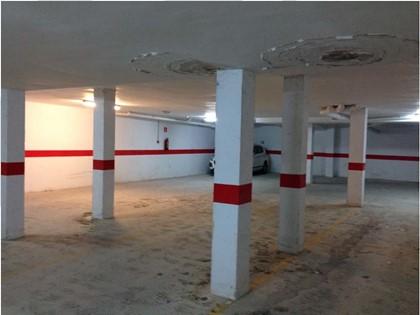 Lote compuesto por una plaza de garaje y 18 trasteros en C/Matadero de Navarrés (Valencia)