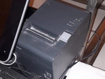 Lote compuesto por equipos informáticos, cajas registradoras y básculas.