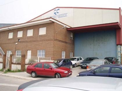 Nave industrial en el polígono de San Pancracio, en Puente Genil (Córdoba). FR 28607 del RP de Aguilar de la Frontera