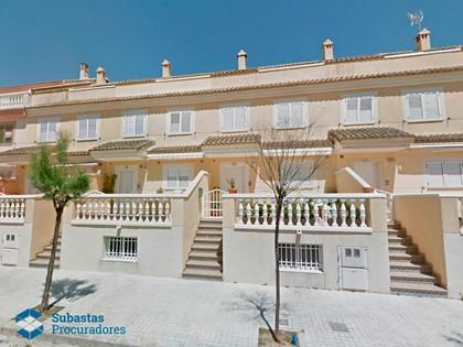 Lote compuesto por el 50% de la vivienda unifamiliar nº 10D y 50% de la plaza de aparcamiento nº 4 de Valencia. FR 9925 y 9915 RP Valencia nº 11