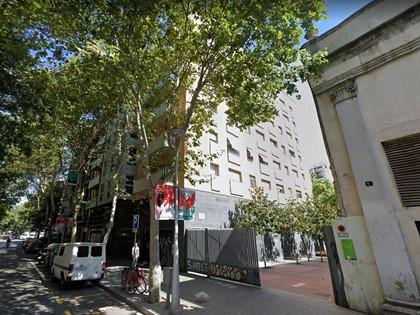 50% plaza de aparcamiento  sótano -1 en c/Calabria de Barcelona. Parte indivisa FR 24754/021 RP Barcelona 18