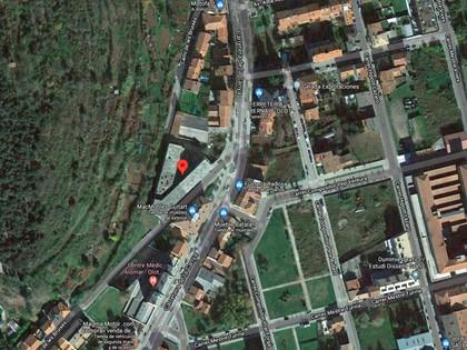 Lote compuesto por 145 bienes correspondiente a 80 aparcamientos, 7 aparcamientos moto, 1 local comercial, 57 viviendas  en un edificio en construcción , situados en Olot, (Girona) . Inscritas en el RP de Olot