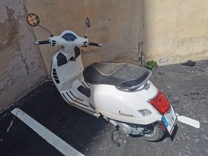 Piaggio Vespa GTS. Matrícula: 1097 KBW